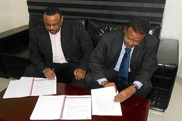 Al Rowad Bank signs the Pentabank contract